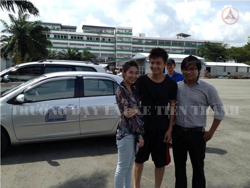 Cặp đôi Ngô Kiến Huy - Khổng Tú Quỳnh học lái xe Tân Bình