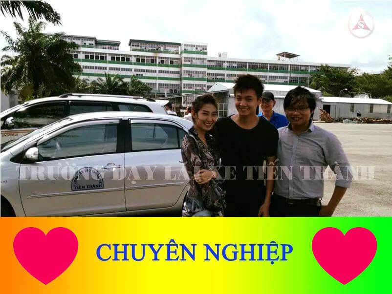 Ca sĩ Ngô Kiến Huy và Khổng Tứ Quỳnh học lái q12